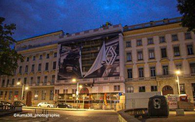 Destruction des affiches publicitaires géantes de la place Bellecour